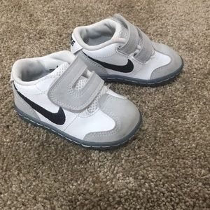 Nike boys shoes (bin a)
